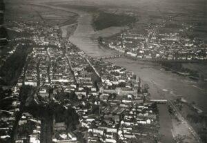 Frankfurt i jego prawobrzeżna część przed wojną. Zdjęcie z tzw. perspektywy lotu ptaka (źródło- fotopolska.eu)