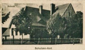 Szkoła w dawnym Kloppitz. Po wojnie budynek został dostosowany do celów mieszkalnych